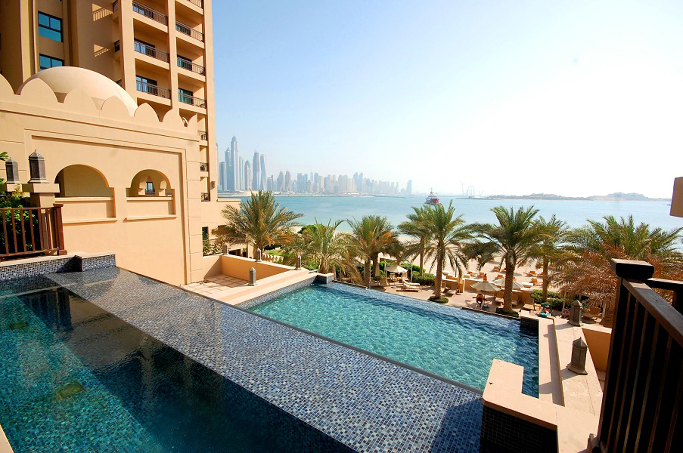 Palm-Jumeirah-Kennedy-Towers