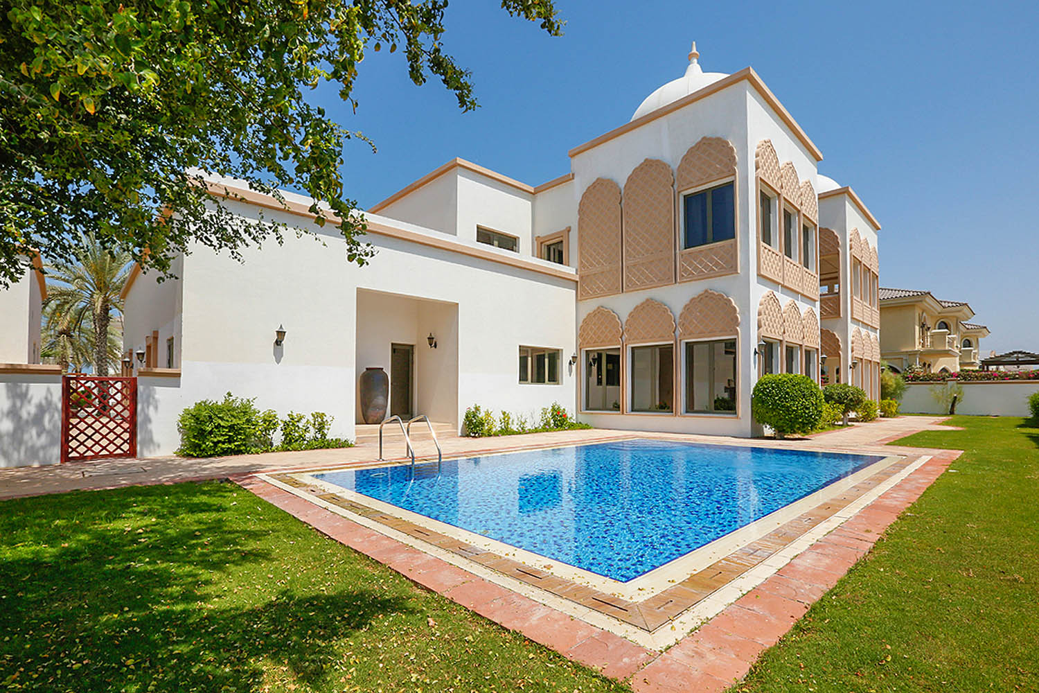 Palm Jumeirah Kennedy Towers Villa For Rent