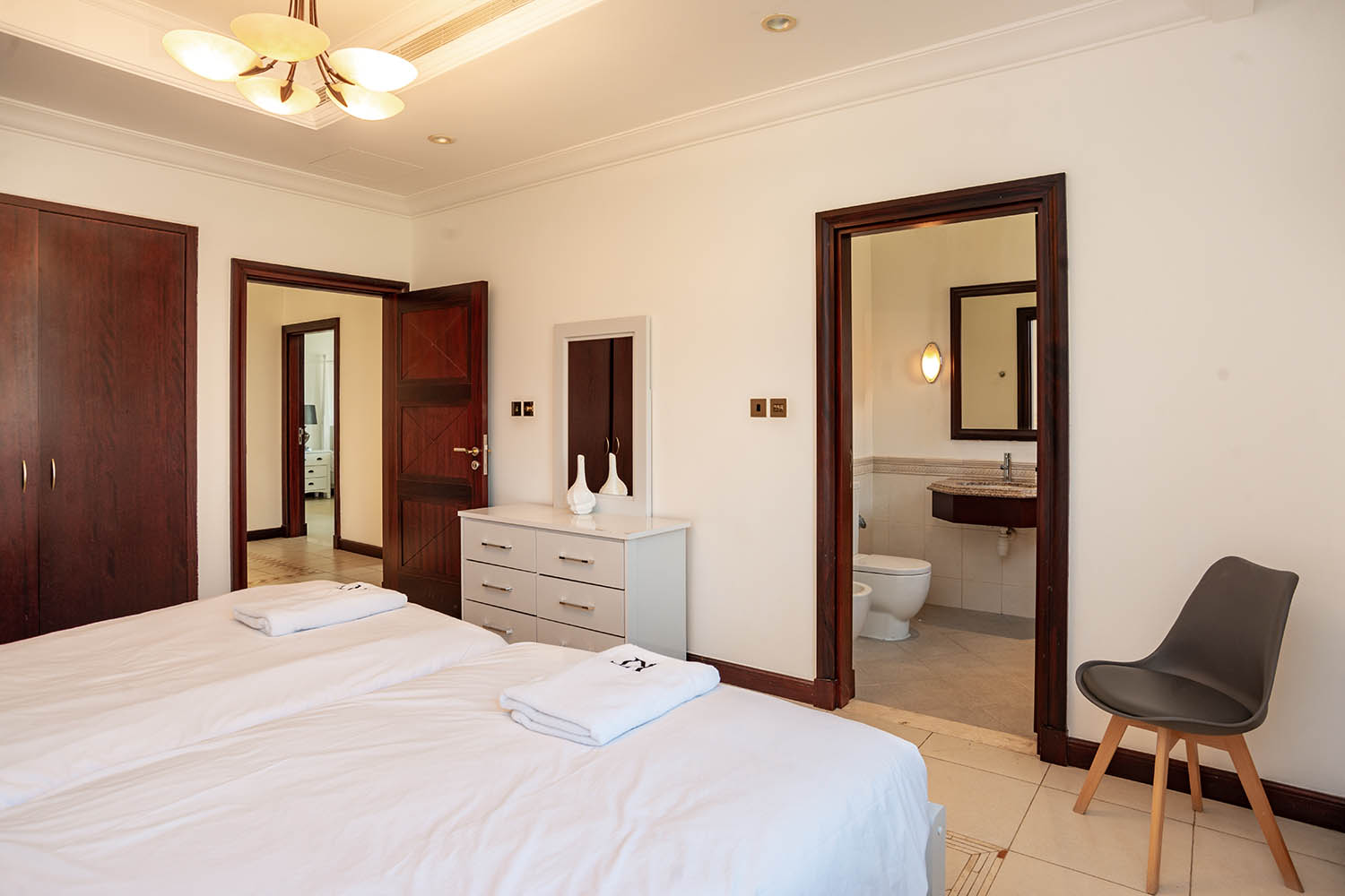 Kennedy Towers Palm Jumeirah Frond P Bedroom 4 Wardrobes