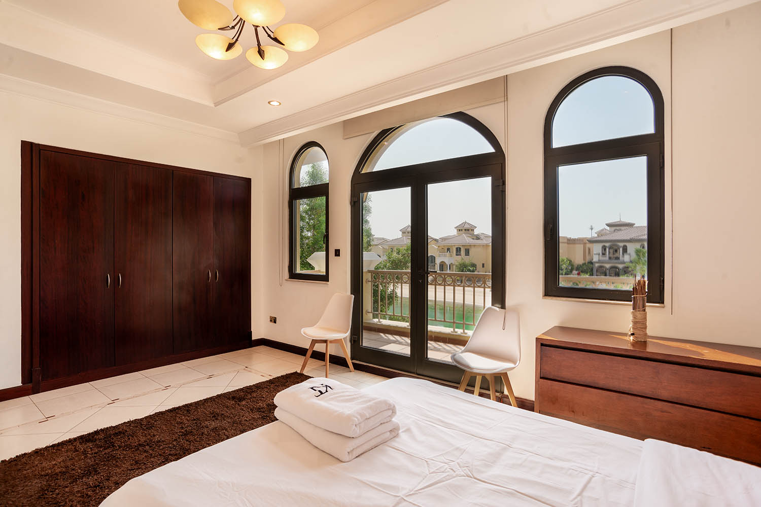 Kennedy Towers Palm Jumeirah Frond P Bedroom 3 Windows